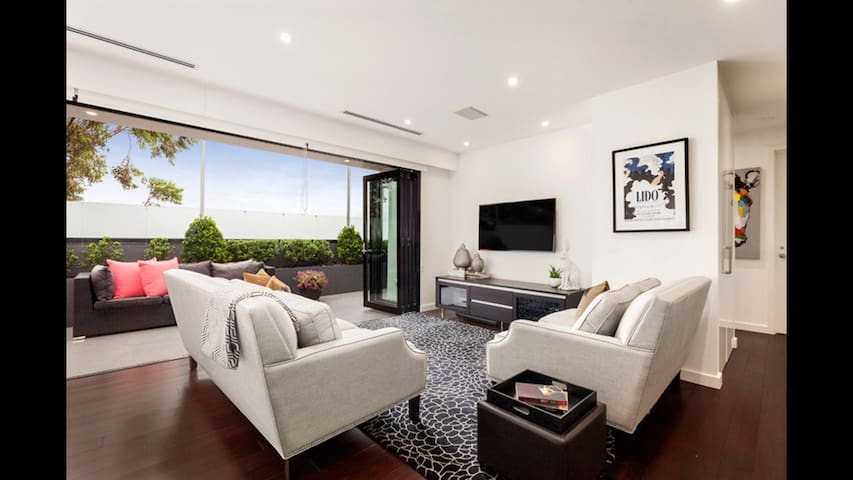 RELAX IN COMFORT & STYLE - Bentleigh East - Huoneisto