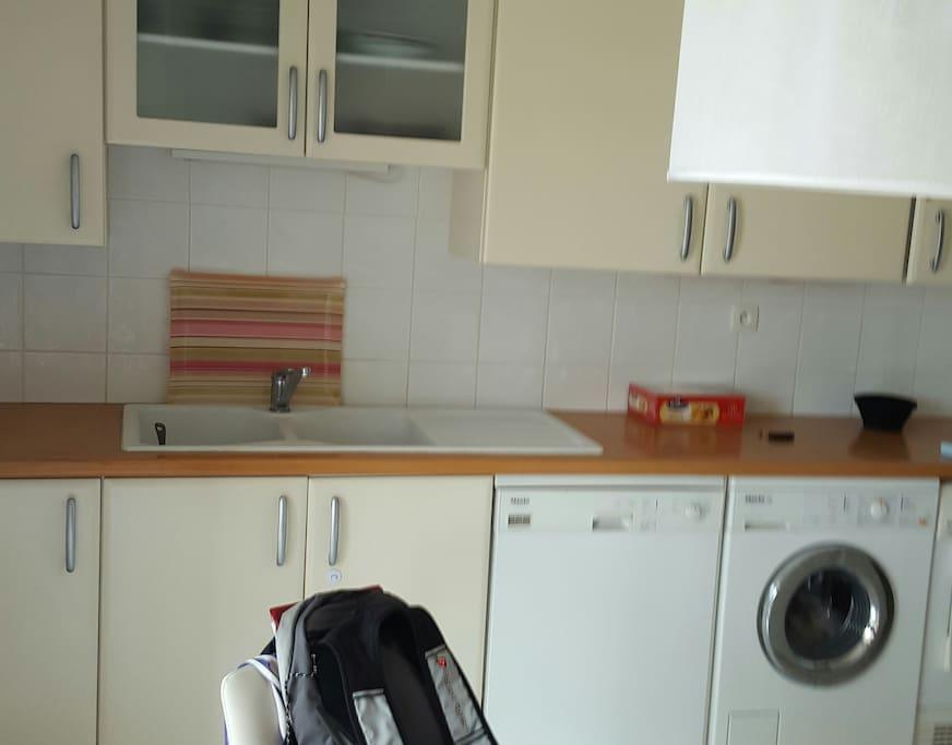 Cuisine avec Lave vaisselle, Lave linge et sèche linge