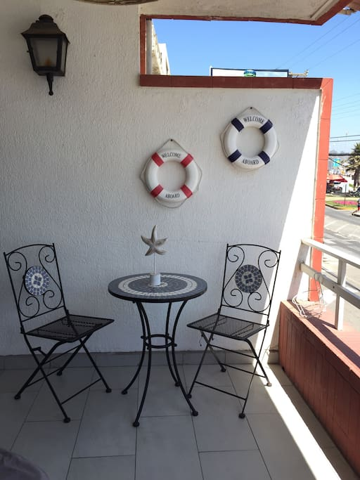 Terraza con vista al mar / Terrace with seaview, the beach its just crossing the street