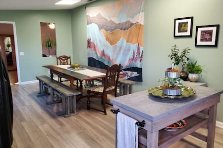 Adorably eclectic cozy & clean between AVL*HVL