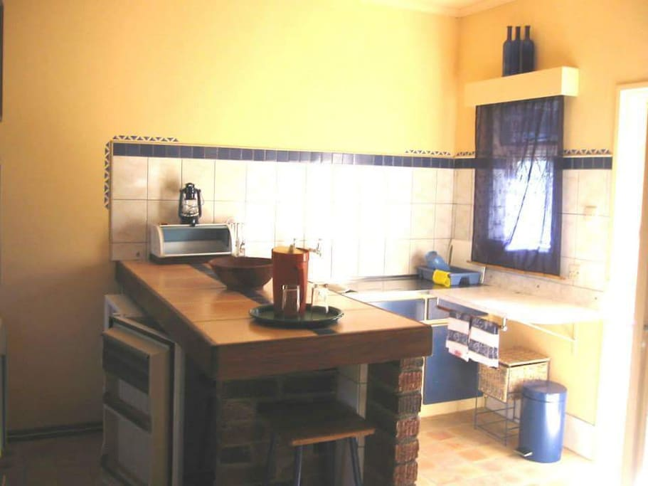 Fully equipped kitchen and lounge
