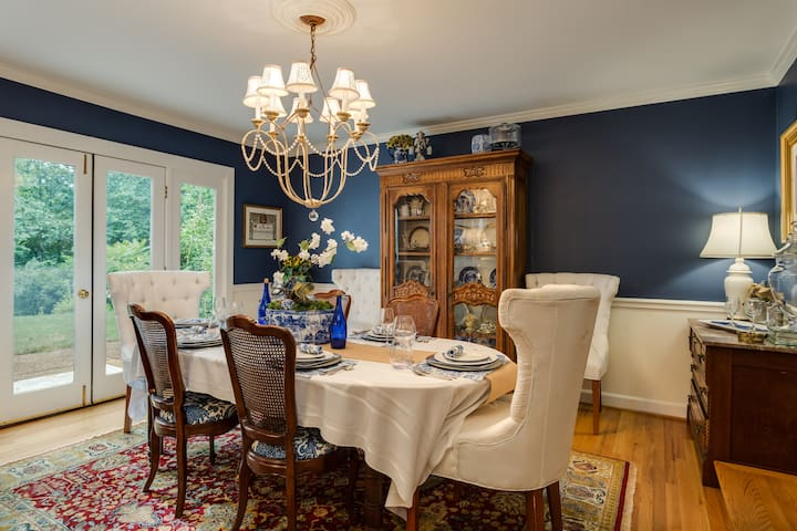 Guests may enjoy the dining room for breakfast and enjoyment