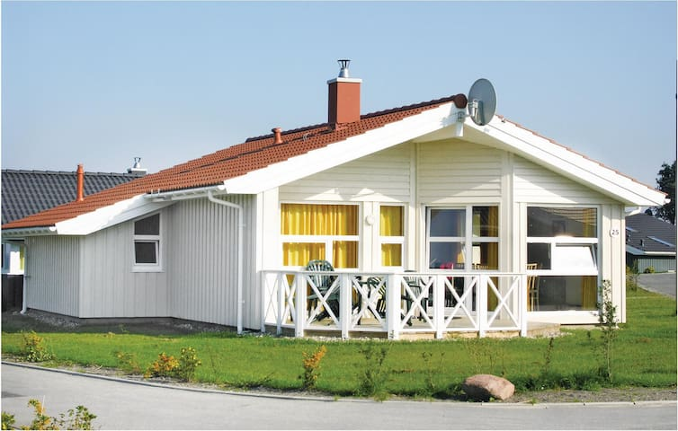 Holiday cottage with 3 bedrooms on 86 m² DSH151