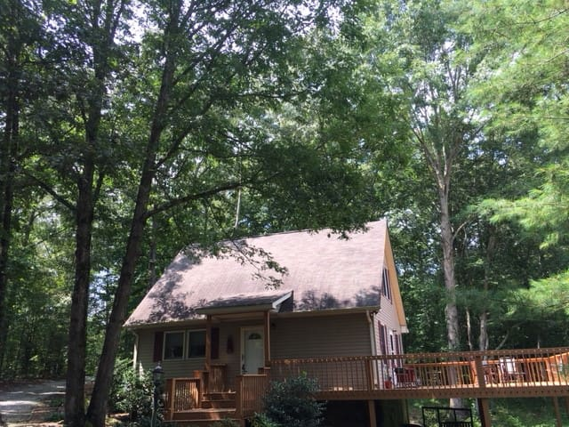 Entire cabin minutes to Fairfield Glade on 4 acres