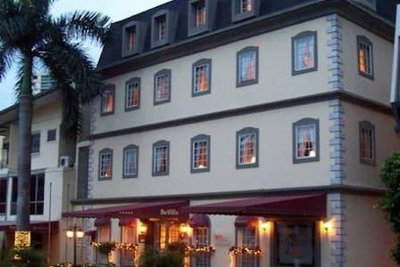 HOTEL DEVILLE - Panamá - Butik otel