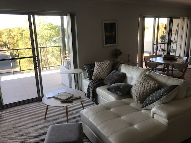 New 2nd floor apartment - South Perth - Apartamento