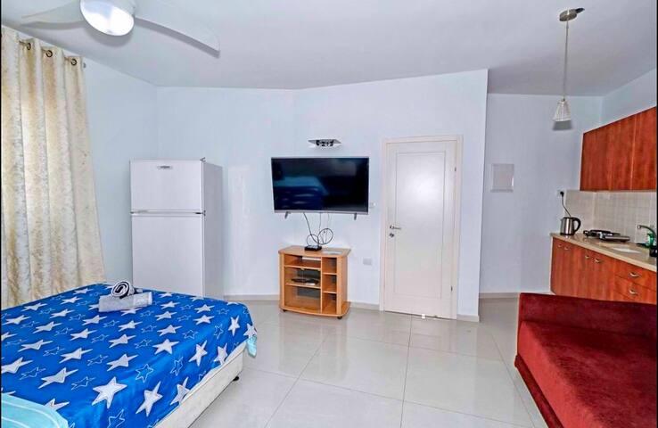 ROOM 1 whit kitchen
