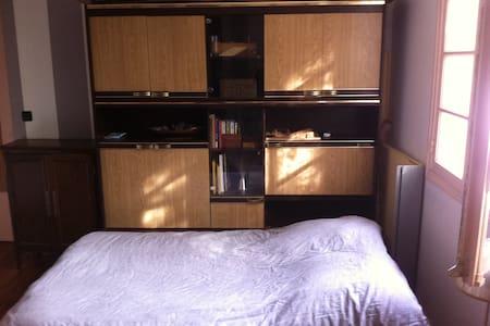 chambre spacieuse et lumineuse - Quimper