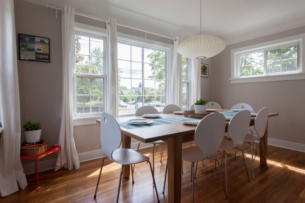 With those big, bright windows, who wouldn't want to spend their Sunday brunch here?