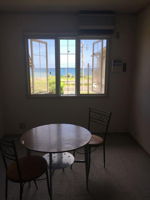 洋室② 約10㎡ 海が見えます