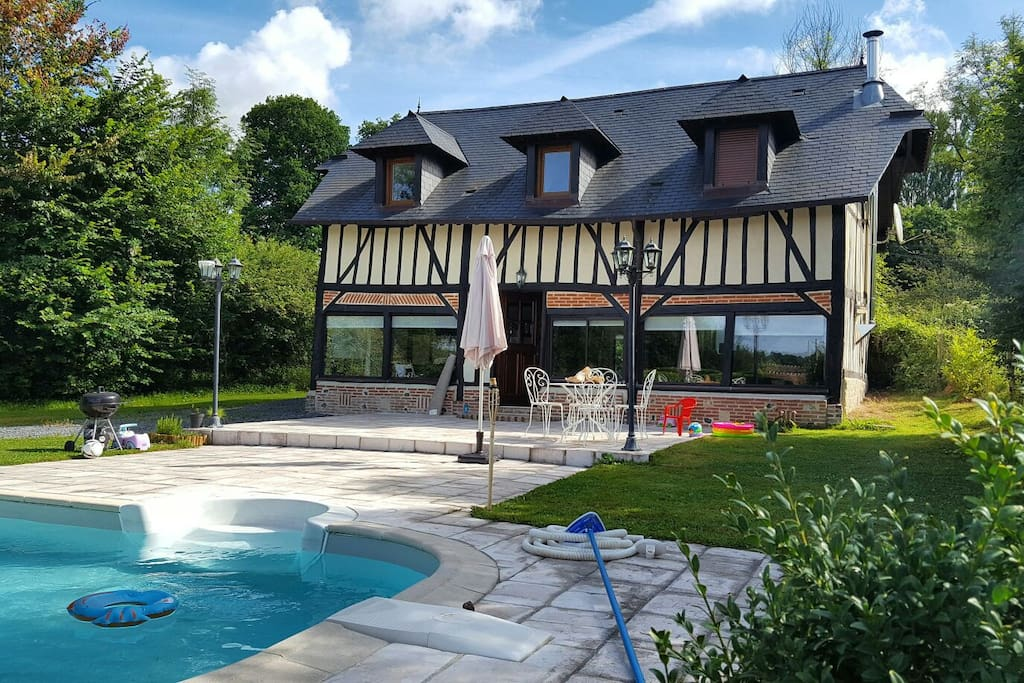 Maison normande moderne av piscine houses for rent in for Piscine bonneville