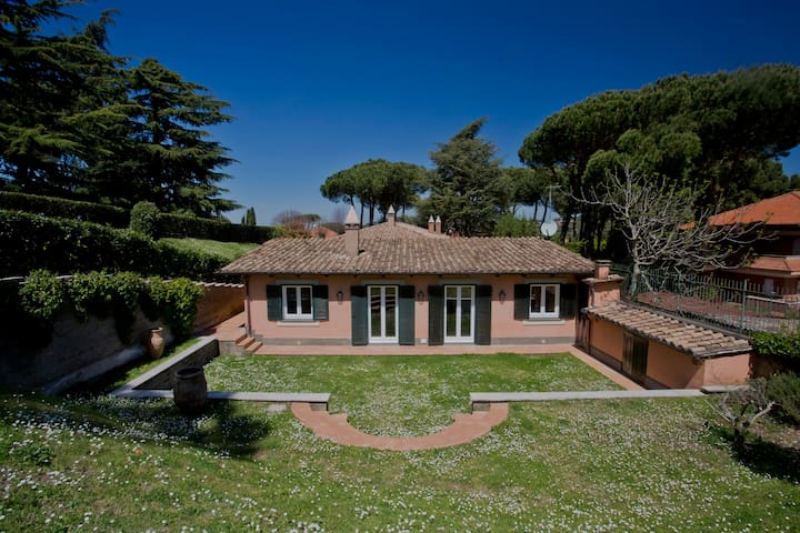 Charming Cottage w/ Pool near Rome - Frascati - Hus