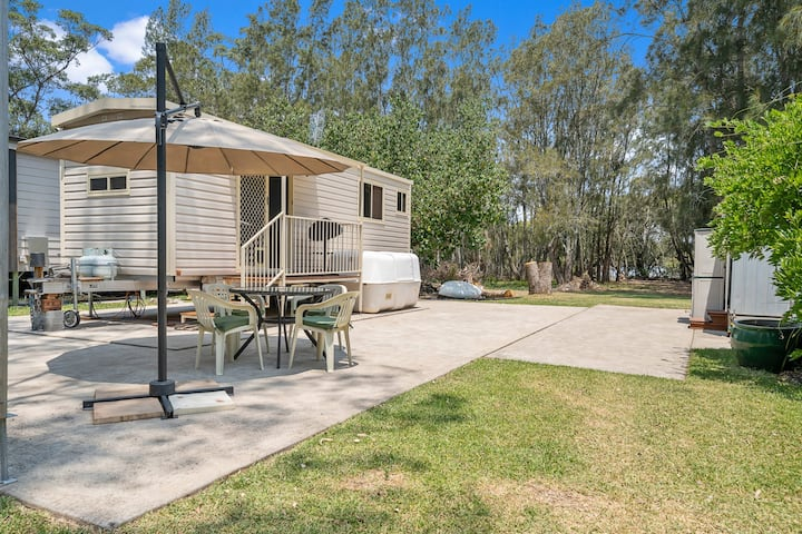 Creekfront Cabin - 5 Minutes to Huskisson & Beaches