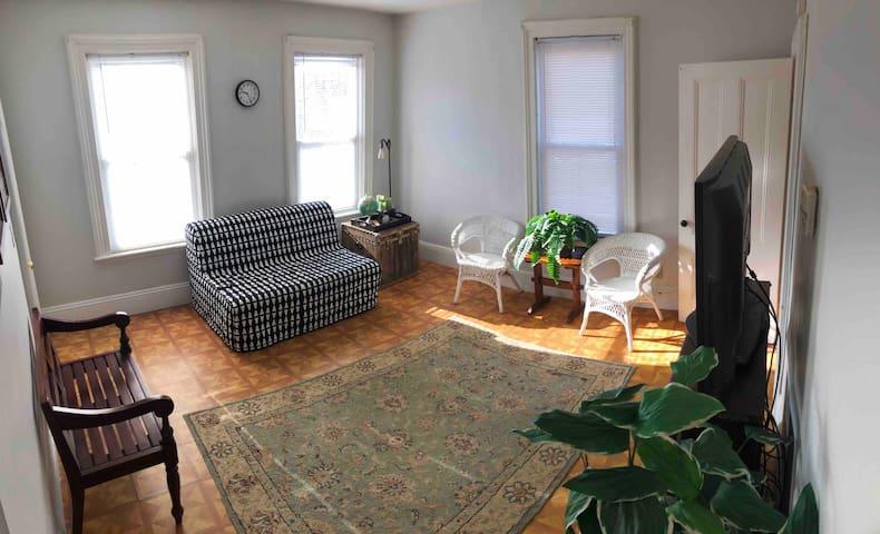 Downtown Beverly cozy 1 bedroom apt