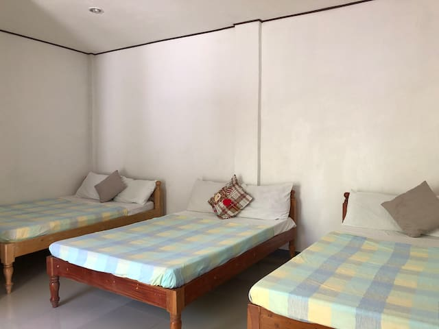MR KWIIZ LODGING HOUSE for 6guests RM26