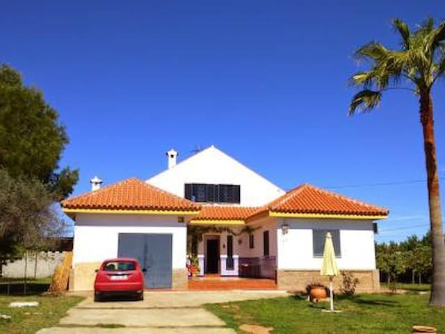 casa en urb tarazona cerca d aeropuerto d sevilla - La Rinconada - Casa particular