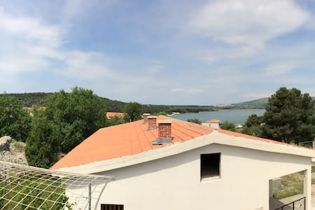 Quiet hideaway in a small village near Sibenik - Jadrtovac