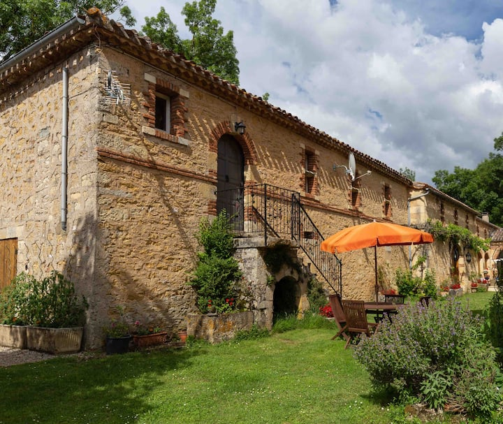 Fabulous apartment with WiFi near bastide towns