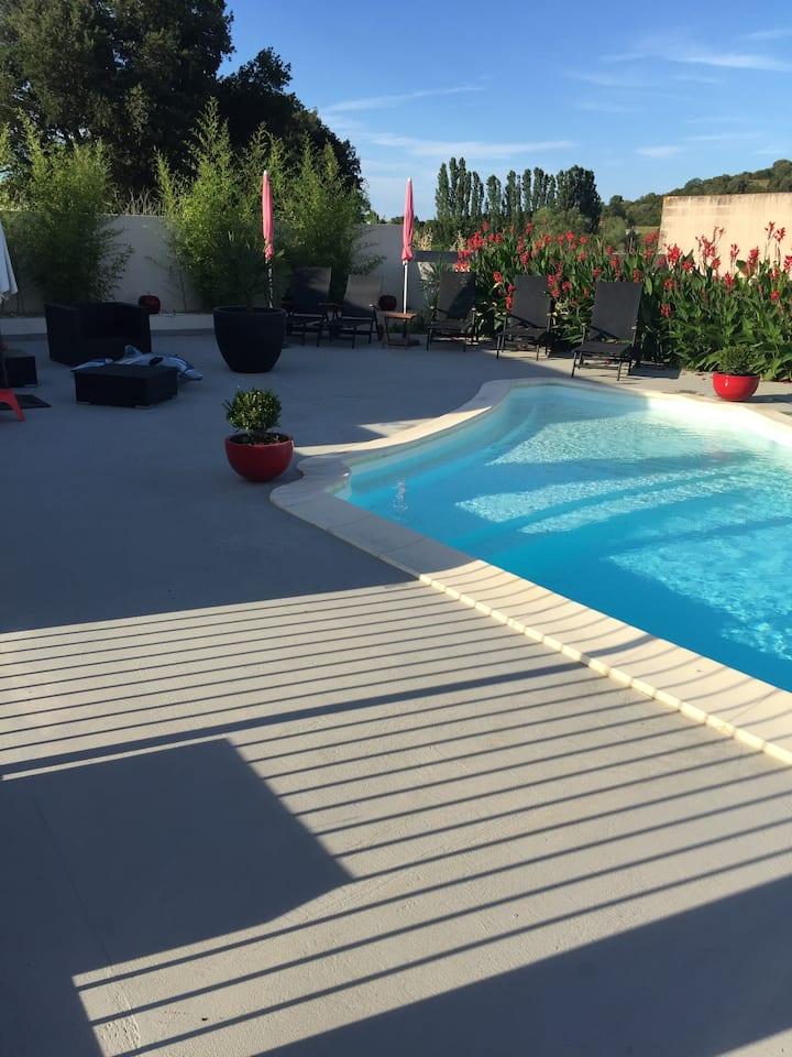 Appartement au calme avec parc et piscine chauffée