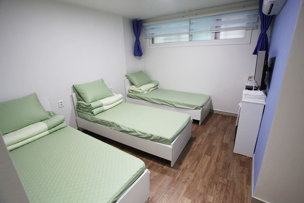 Triple Beds Room / 3 Persons Room