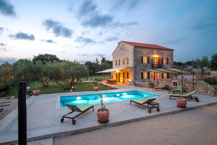 Beautiful Villa with pool and amazing view - Skrpčići - Villa