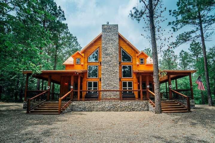Copper Spur Lodge Modern High LUXE Rustic with 4 KING Bedrooms! Walking Distance to Area attractions