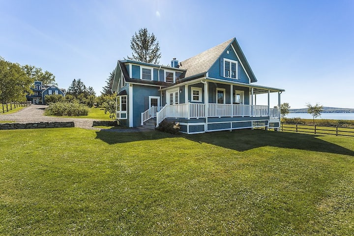 Lovely Lac-Brome 3 Bedroom Lakefront Cottage