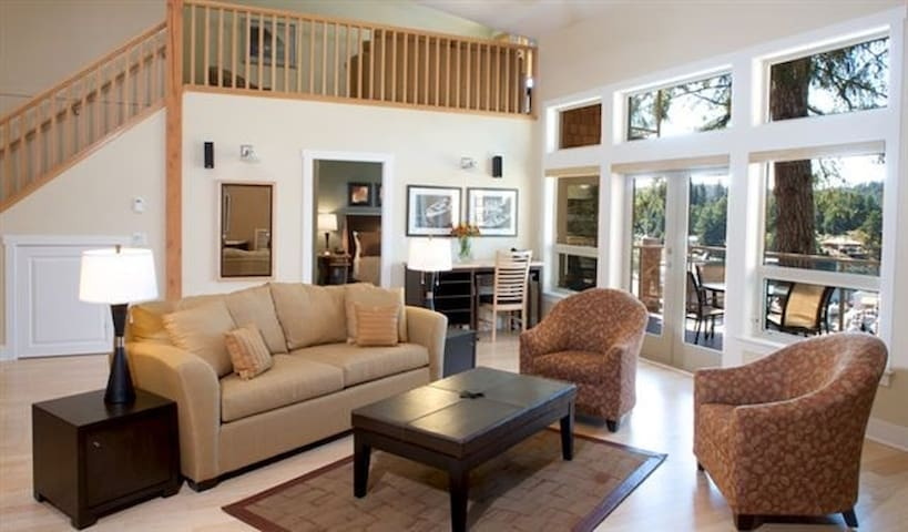 Stunning Sunshine Coast Villa: 2 Bedrooms + Den - Madeira Park - Apto. en complejo residencial