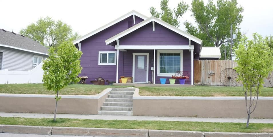 The Cozy Purple House in Downtown Idaho Falls