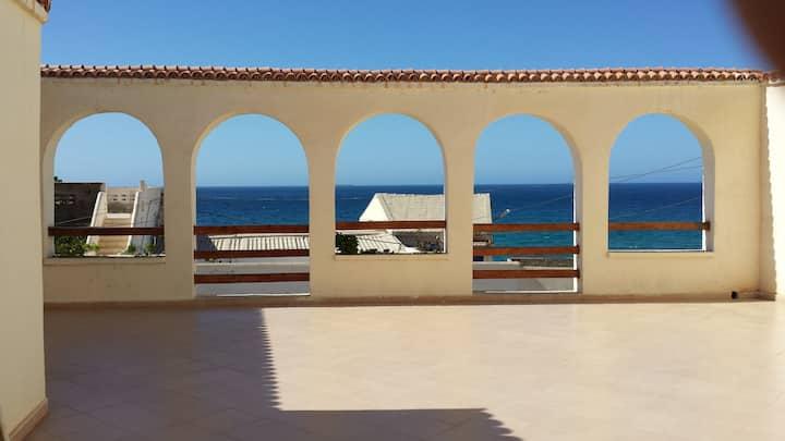 villa sécurisée avec vue sur mer à Bousfer plage