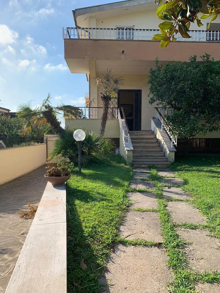 Villa Anna Paola...a due passi dal mare e da Roma!