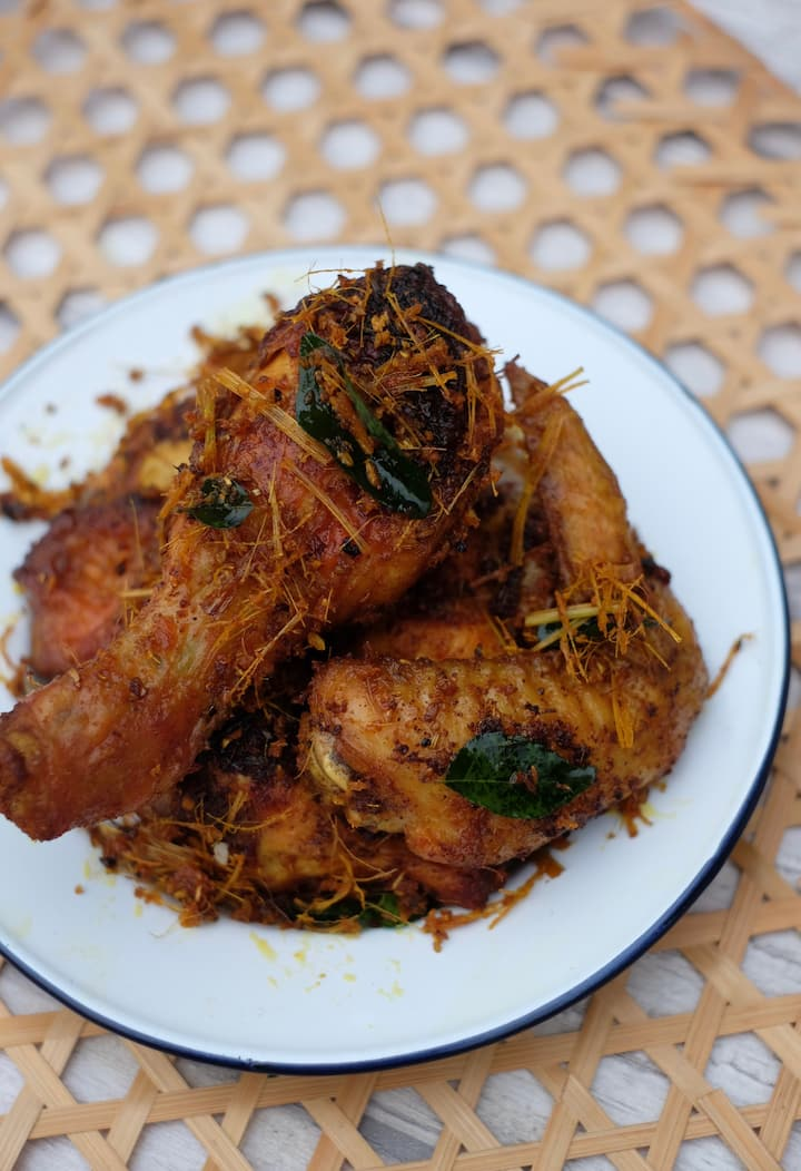Crispy chicken made from 12 local spices