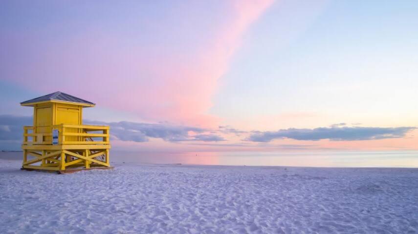 LIDO BEACH (14 MINUTES AWAY)