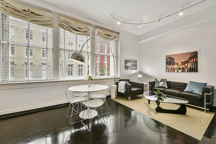 Immaculate Modern Loft 2 Blocks to French Quarter