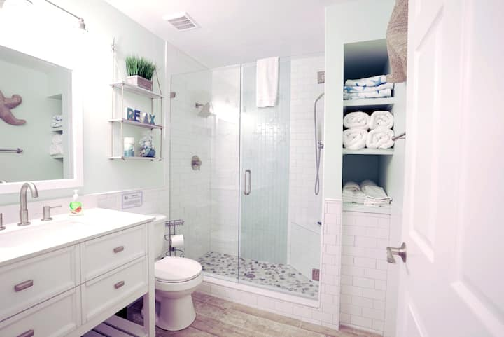Completely Remodeled Barefoot Beach Resort Condo