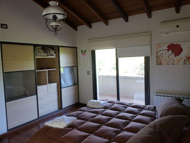 Dormitorio 1, con cama queen