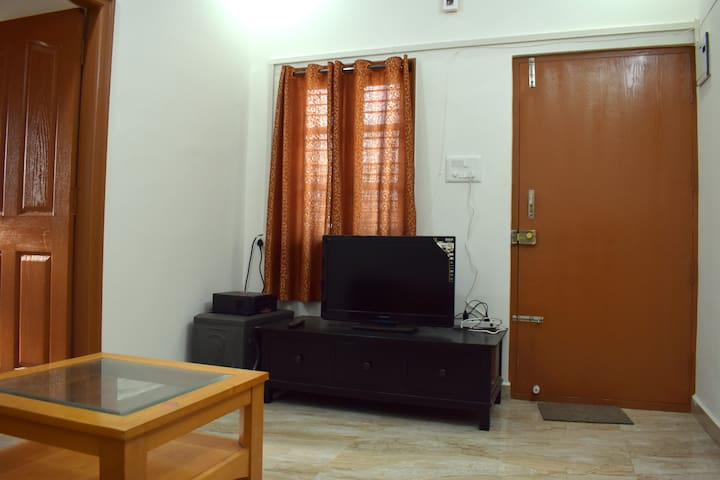 Cozy 2 bed room house with kitchen and wifi.