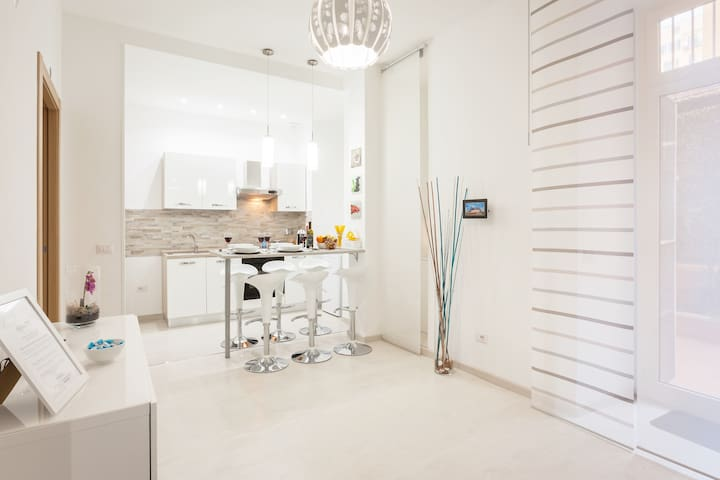 *PRIVATE PATIO* The Inn White Rome - Holiday House