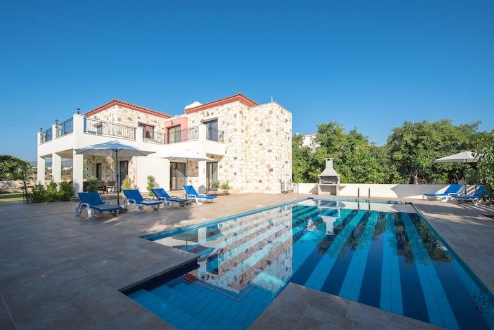 Serenity Villa-Luxury-Pvt Pool(200m to Beach/Sea)