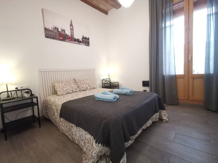 Cozy room for 2 in the very centre of Gotic (A)