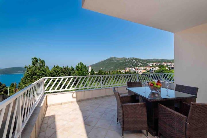 Spacious apartment,beautiful view,near the center