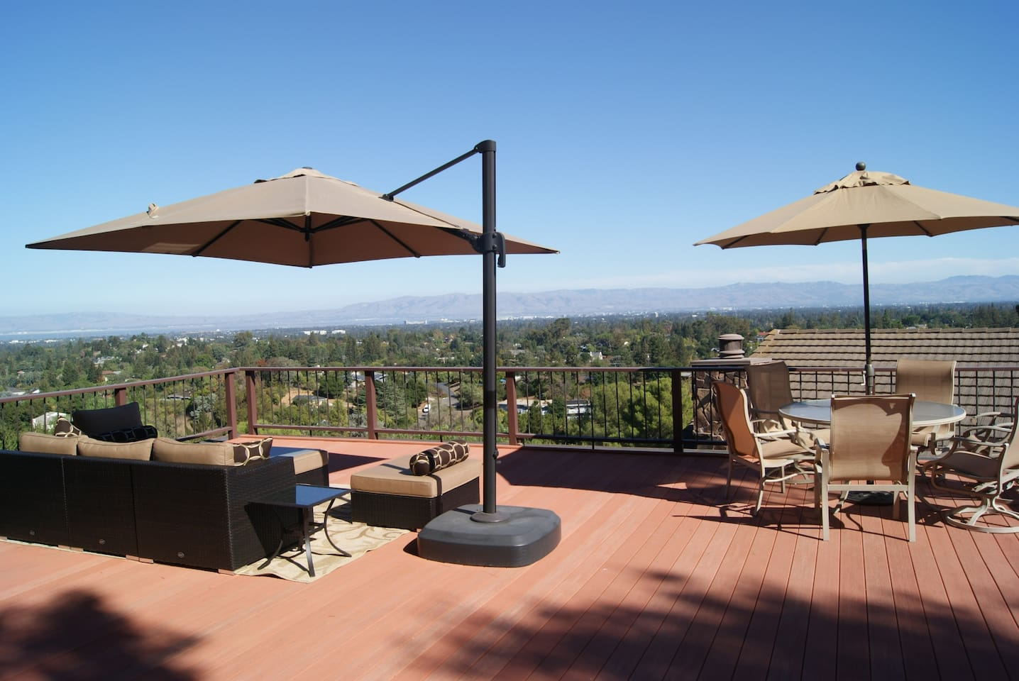 Roof-top deck and lounge with amazing views!
