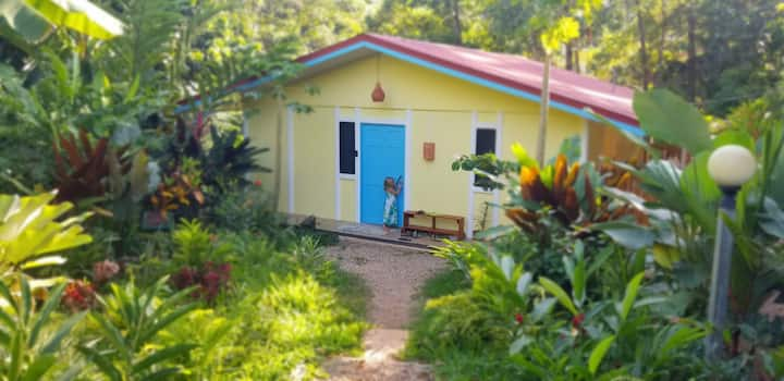 Garden/pool cottage-18 minutes to Dominical Beach!