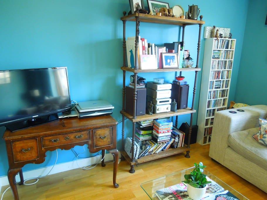 32 inch Flat screen TV, wifi internet, cd player