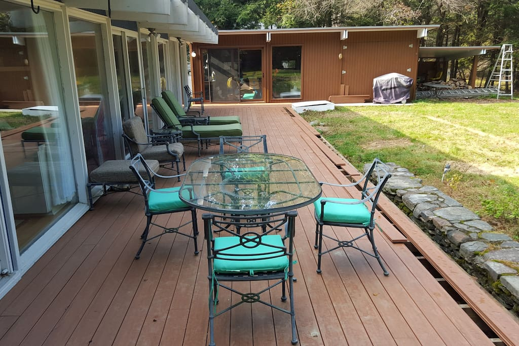 Private backyard with new 60-foot deck for entertaining.