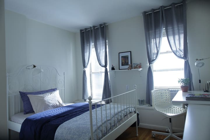cozy bedroom near columbus circle l - Нью-Йорк - Квартира