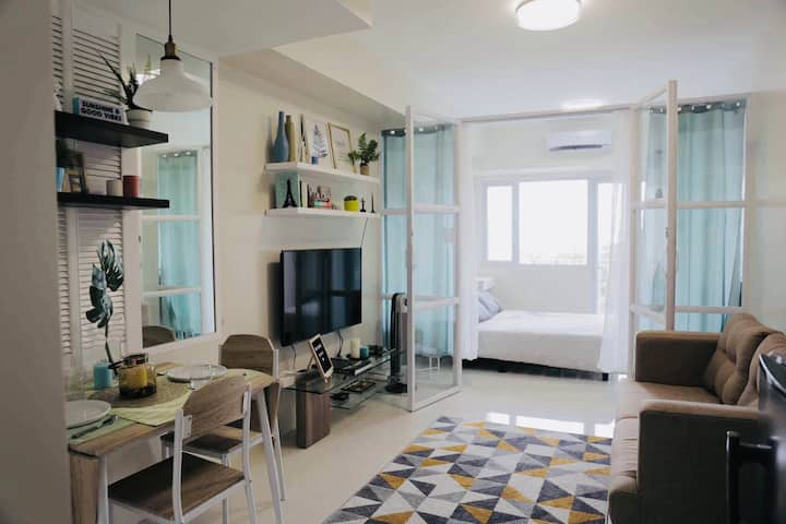 Cozy Chic Home in Tagaytay with Taal Lake view