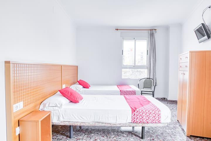 Twin Room in OYO Hostal Nova Picanya