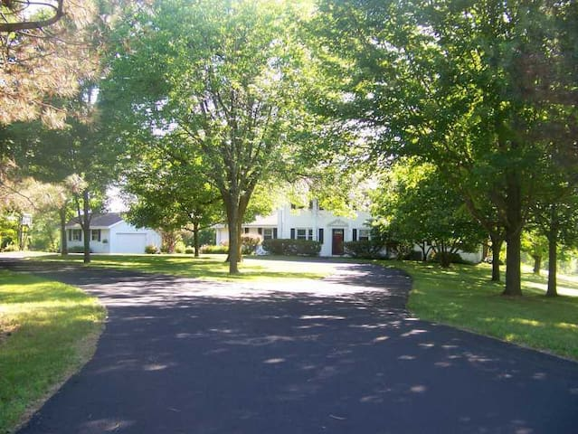 Private-6 acres-1.6 mi to US Open! w/shuttle inc! - Hartford - Casa