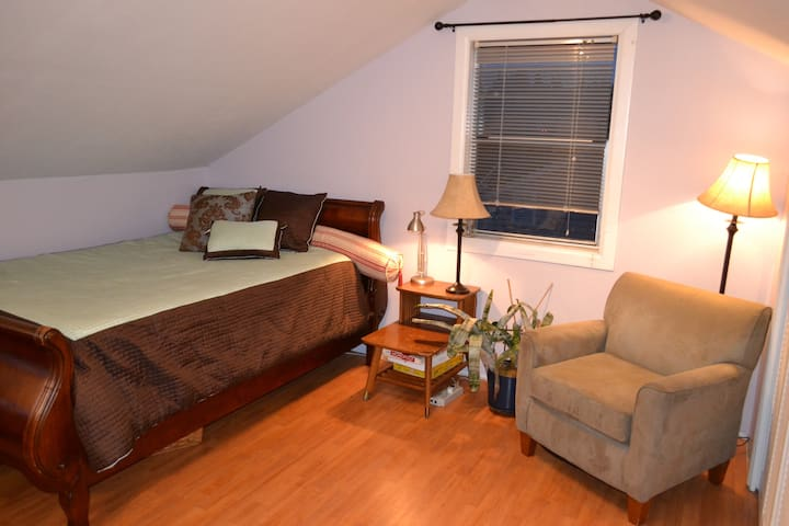 Room for Rent Near Airport - Burien - Hus
